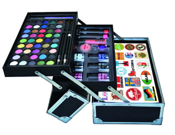 One Direction Tour Case Cosmetics Giveaway