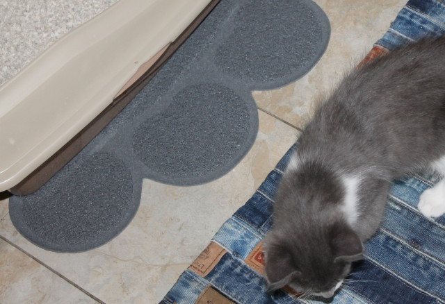 #TwoMeows Two Meows Cat Litter Mat (Grey) - Paw Shaped