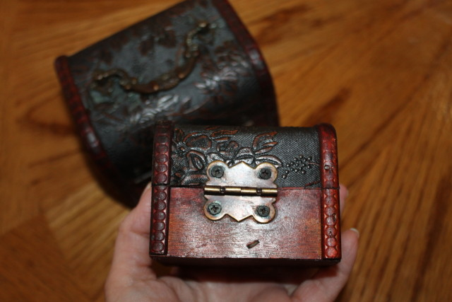 Beautifully detailed antique style jewelry or storage boxes #valdler #holidaygiftguide2015