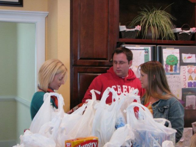 How I volunteer my time #sponsored #AARPChaseCreditCard #EndHunger