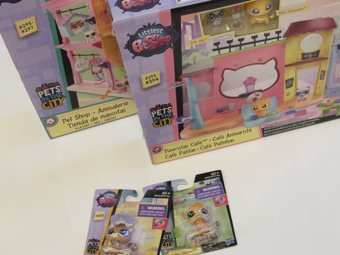 Littlest Pet Shop Pet Shop Playset and Littlest Pet Shop Pawristas Cafè Playset