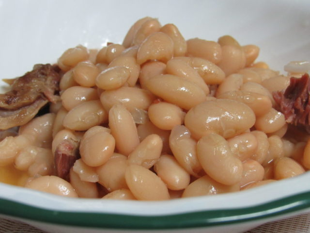 Electric Pressure Cooker, Northern Beans and Ham Bone