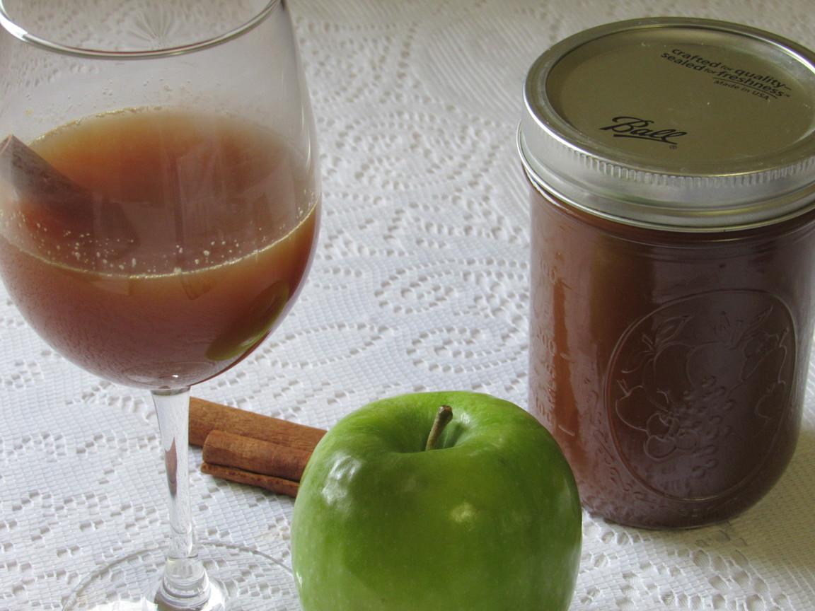 Apple Pie Whiskey @MagicalButter #DIY #valentinesdaygiftideas