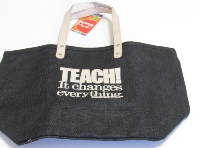 Gift Ideas for Teachers from The Teachers Peach #holidays #giftguide #holidayshoppersgiftguide #teachers #education #gifts
