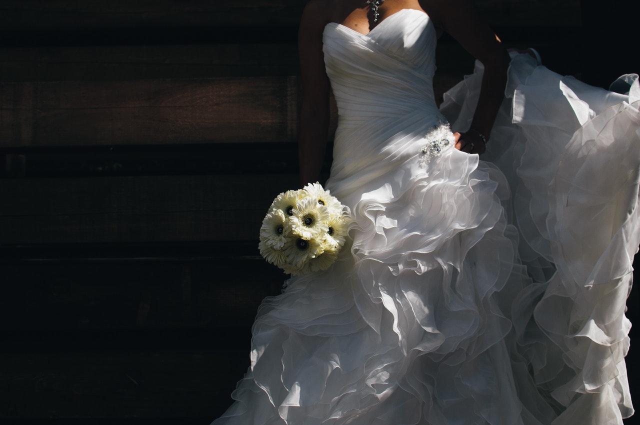 8 Ways to Get Your Dream Cheap Wedding Dress