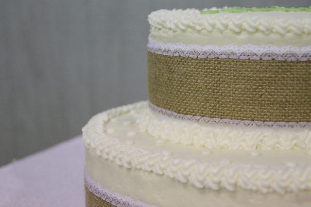 Nine Chic-Rustic Burlap Wedding Ideas