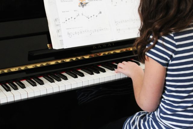 7 Brilliant Benefits of Piano Lessons for Kids You Need to Know