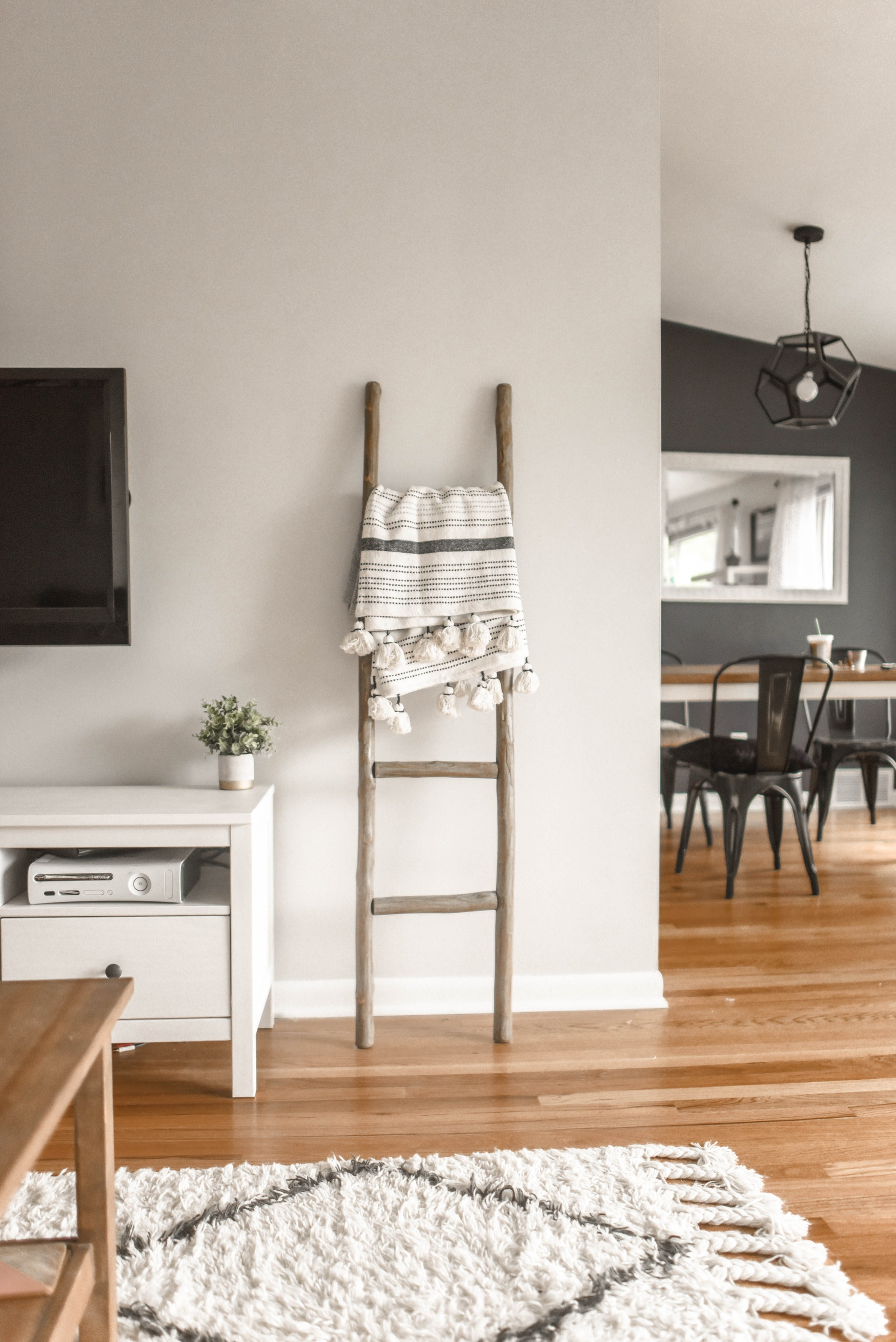 5 Ways to Create a Beautiful Farmhouse-Style Interior for Your Home