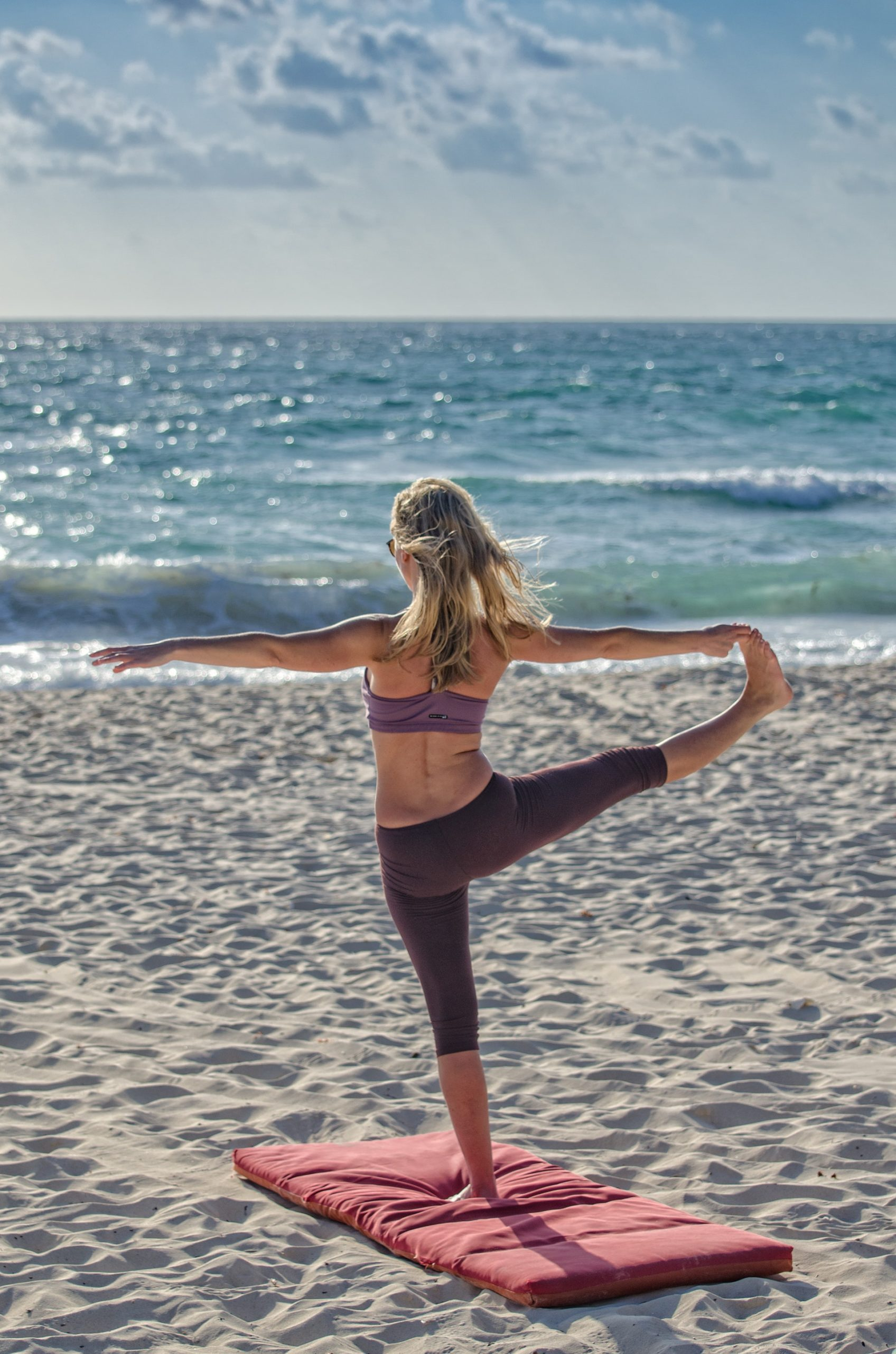 Different Types Of Yoga Clothes And The Perks Of Wearing Them