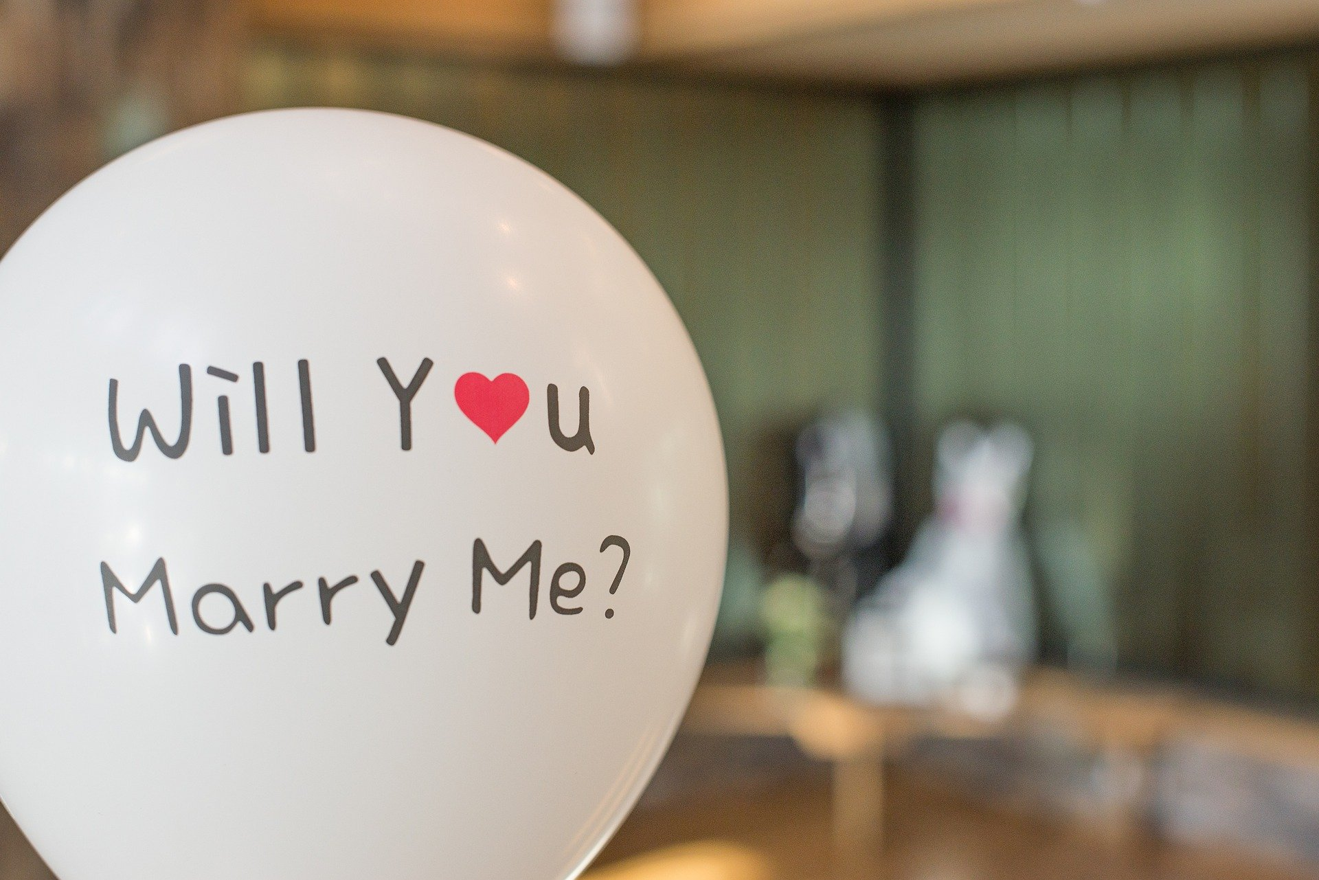 6 Things To Do As Soon As You Get Engaged
