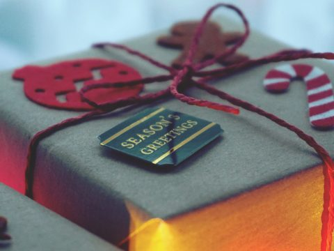 Tips for creating a customized holiday card on Mixbook