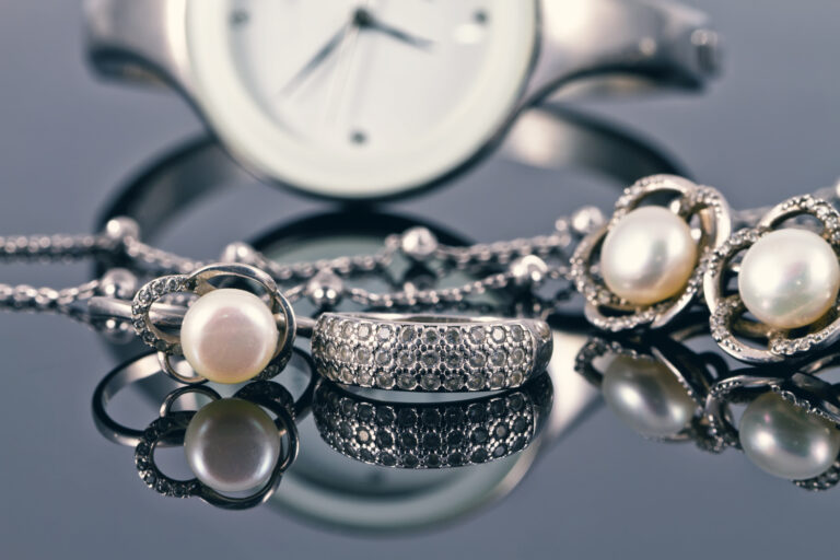 Trend or Foe: How to Be Trendy With Your Jewelry Choices