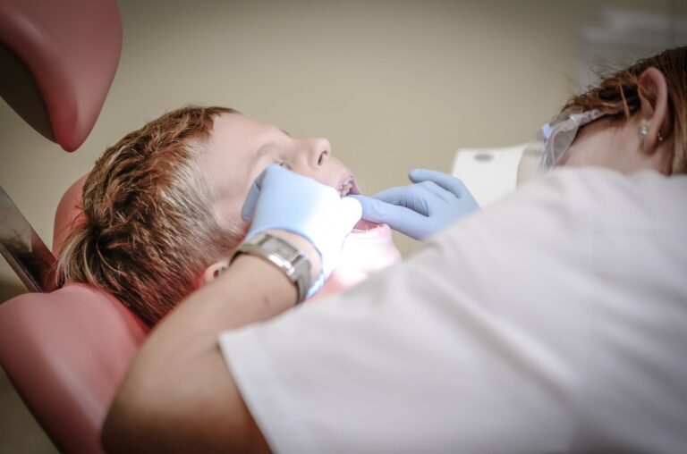 Tips to Overcome the Fear of Visiting the Dentist