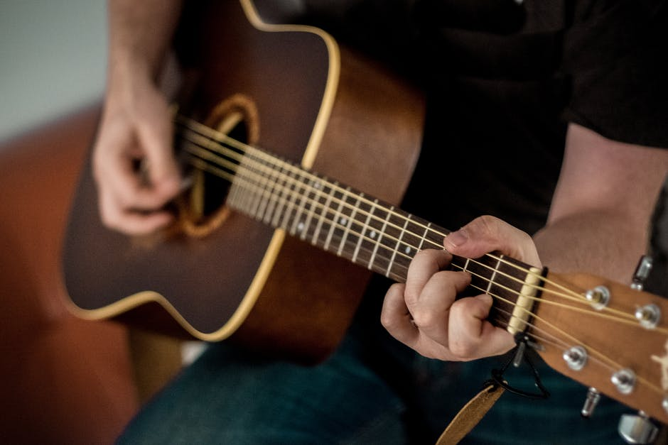 8 Awesome Benefits of Playing the Guitar