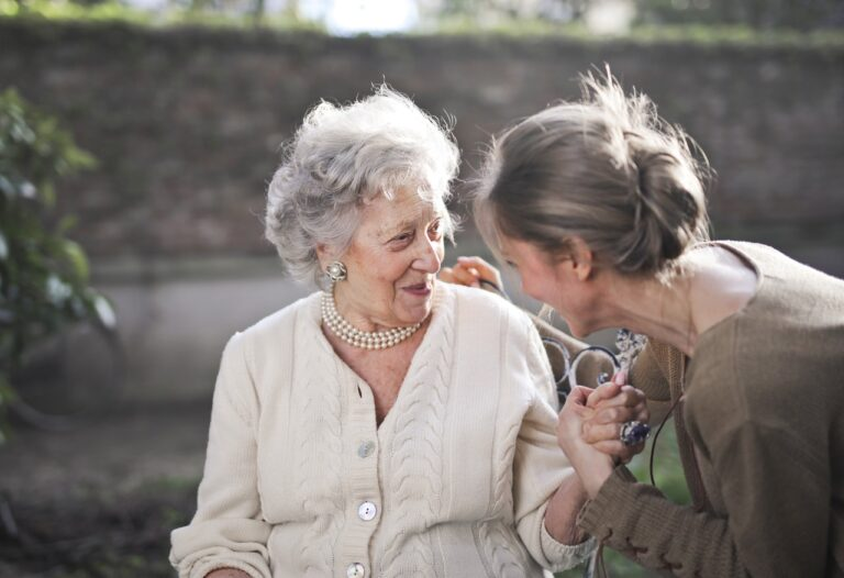 Growing old alone? Take Help From The Experts!