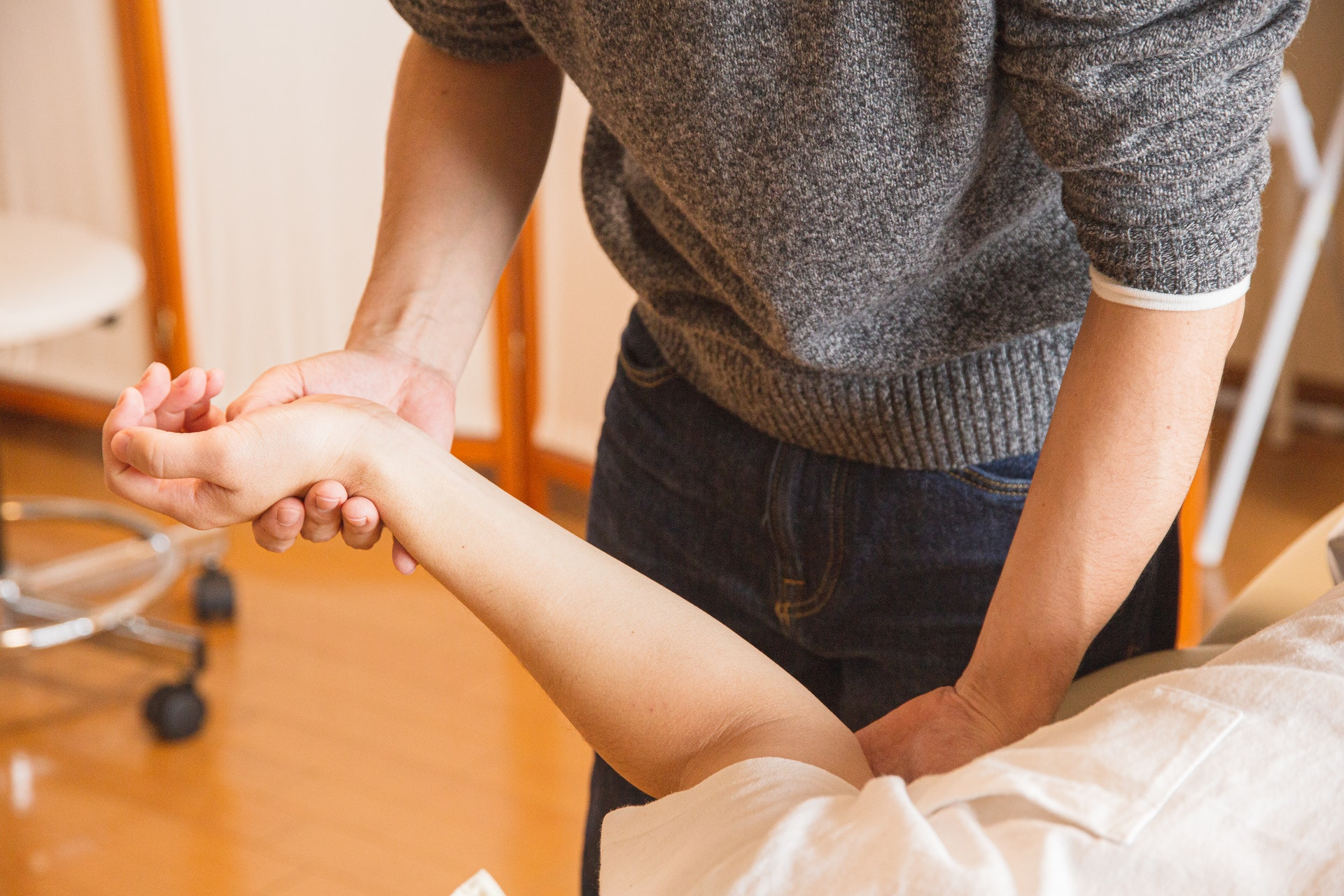 4 Causes of joint pain and what you can do to alleviate it