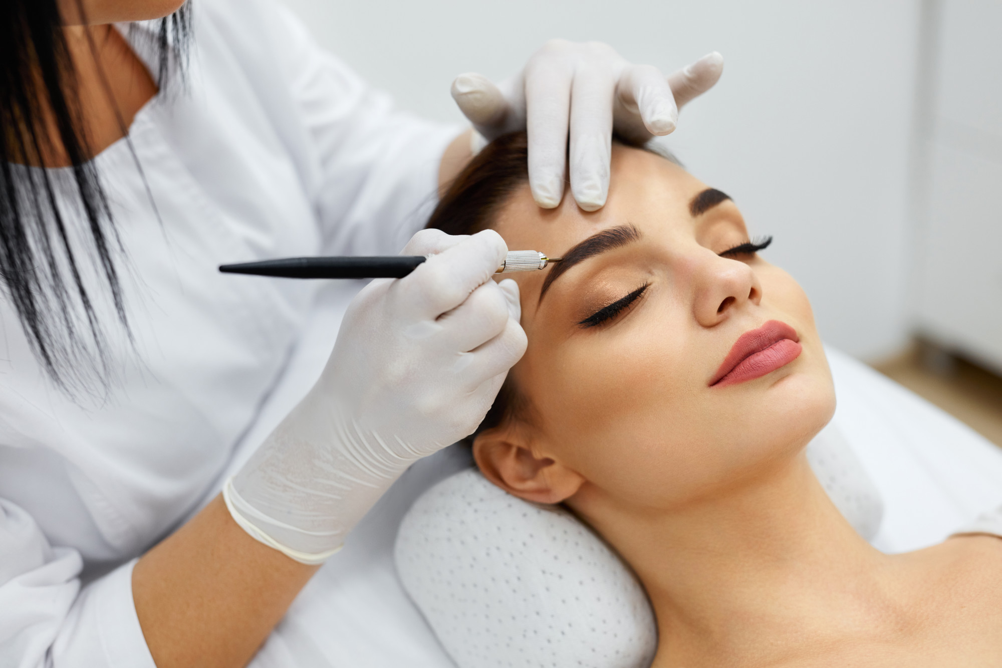 3 Ways to Improve Your Eyebrow Shape