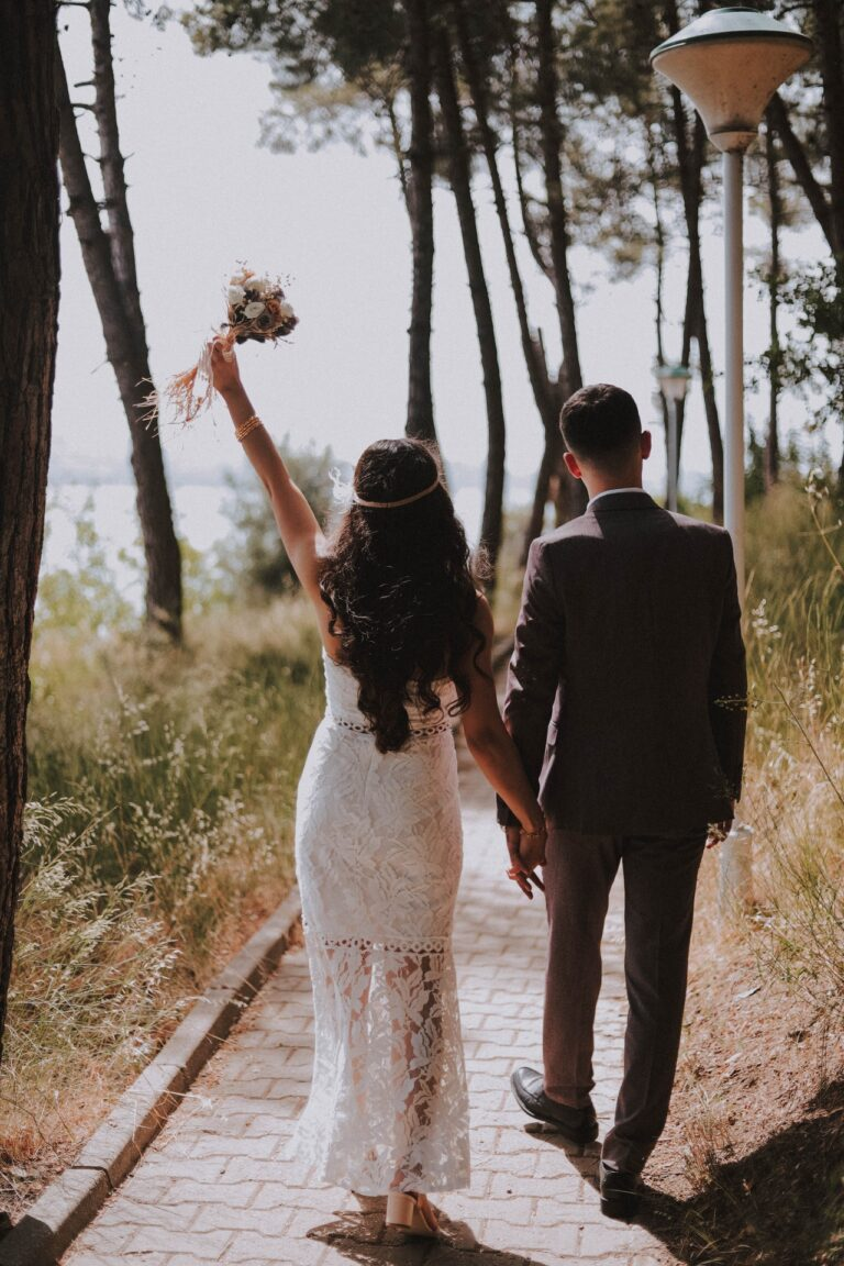 Plan the 1960s Style Wedding Of Your Dreams