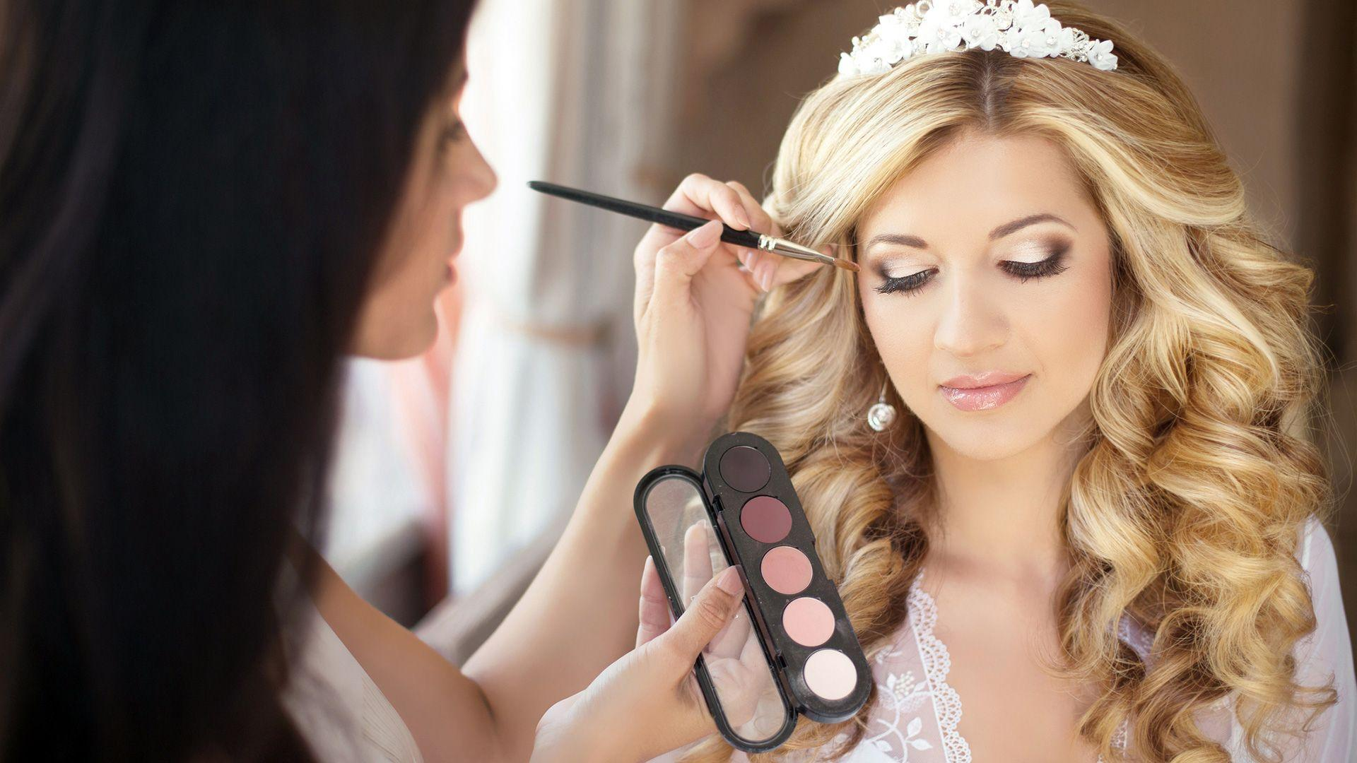 How to Choose a Vancouver Natural Makeup and Bridal Hair Artist?